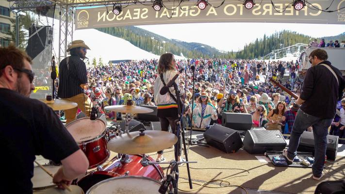 Dammit Lauren and The Well perform at the 2018 Pond Skim.